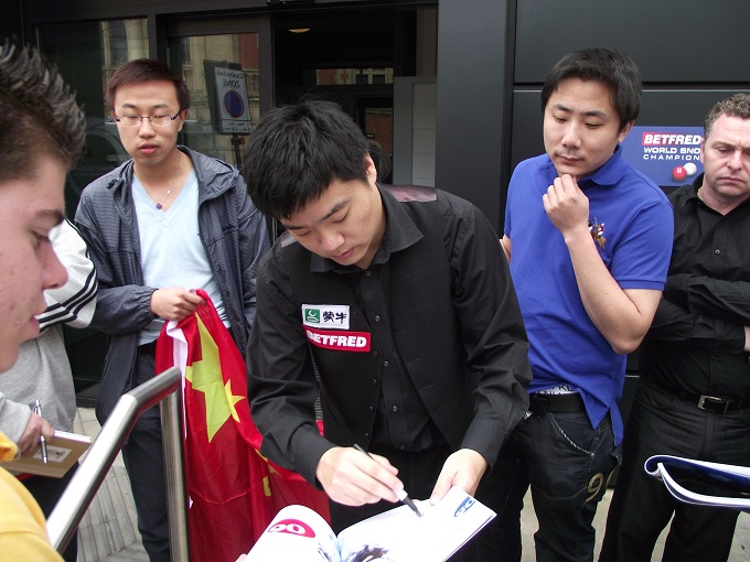 Ding Junhui 丁俊晖 Fans Snooker World Championship 2011